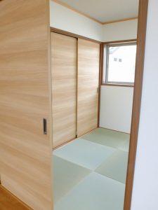 岐阜県瑞穂市に新築分譲ー琉球畳の和室でリビングと一体化:  稲里分譲C-1棟