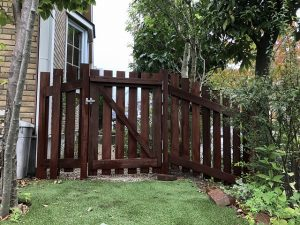 【日進市リフォーム工事】木製フェンス・門扉~メンテナンス不要